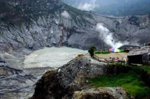 Gunung-Tangkuban-Perahu-300x199