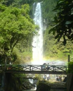 Tempat-Wisata-Grojogan-Sewu-Tawangmangu-Karanganyar